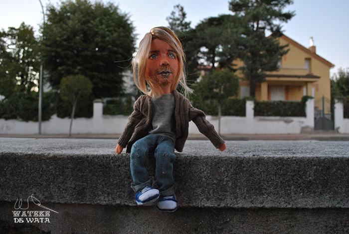 figura kurt Cobain articulada de trapo