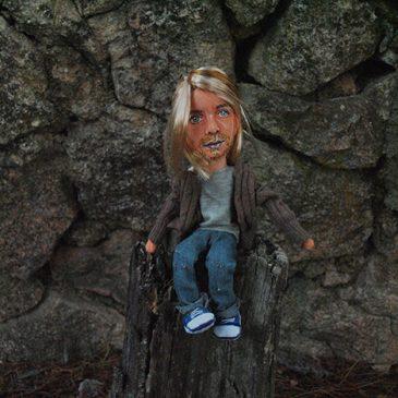 muñeco de trapo kurt cobain sentado, articulable