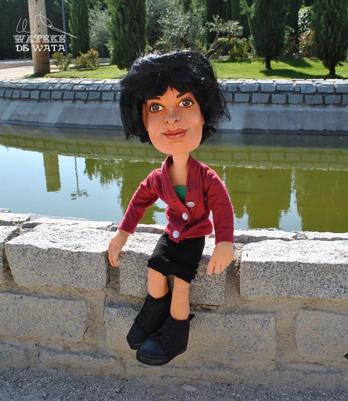 muñecos personalizados con tu cara. Figura Amelie Poulain de trapo articulada