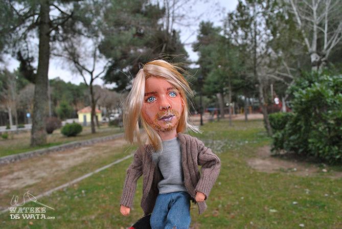 muñeco personalizado del músico grunge de Kurt Cobain de la banda Nirvana