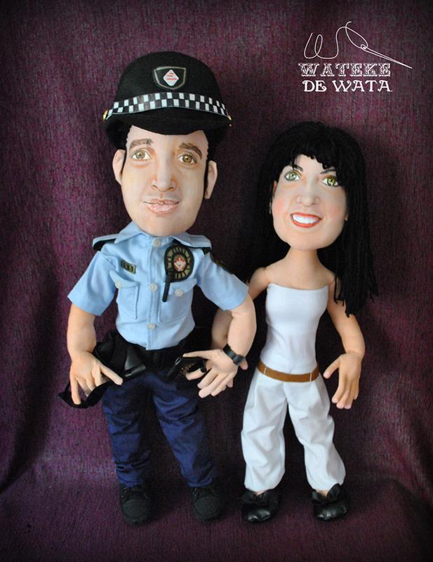 figuras de trapo artesanales de policía con su mujer