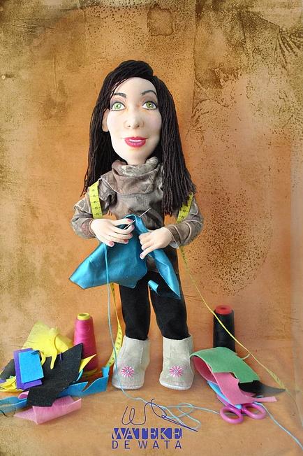 muñeca personalizada de costurera y modista hecha a mano