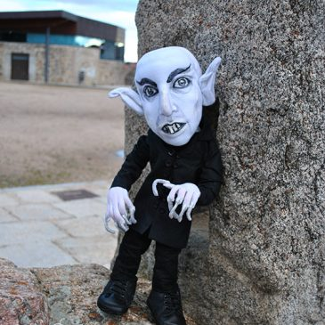 figura artística de Nosferatu, art doll