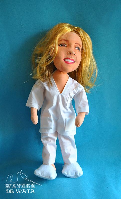 muñeca personalizada de enfermera para regalar